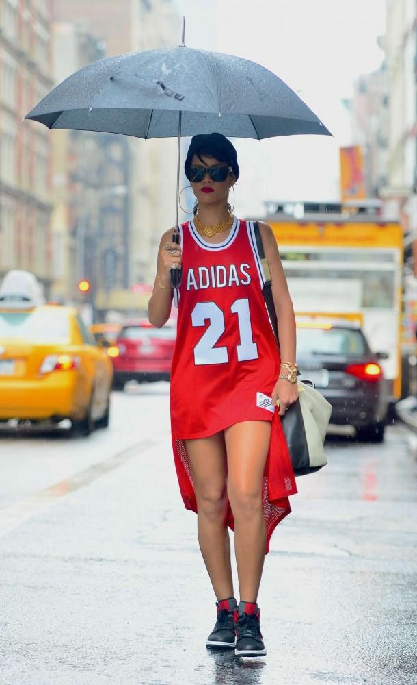 Rihanna-Under-Umbrella