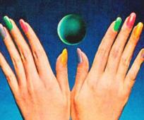 moon-manicure